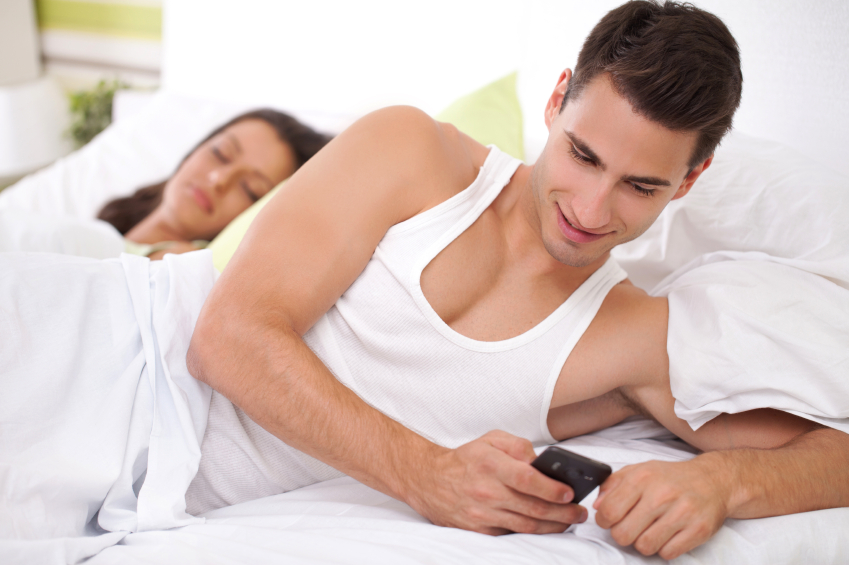 Find out who your man is texting